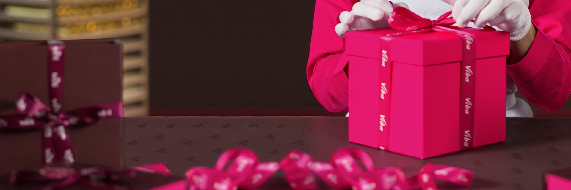 individuelles Geschenk verpacken