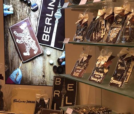 Handverzierte Confiserie-Schokoladen gibt es zu kaufen